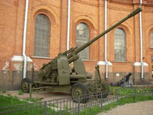 100-mm anti-aircraft gun KS-19 in Saint Petersburg Artillery museum via: wikipedia