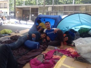 refugees-sleeping-on-the-streets-of-paris