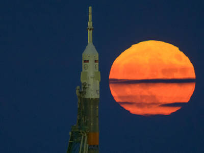 The Moon, or supermoon, is seen rising behind the Soyuz rocket at the Baikonur Cosmodrome launch pad in Kazakhstan, Monday, Nov. 14, 2016. NASA astronaut Peggy Whitson, Russian cosmonaut Oleg Novitskiy of Roscosmos, and ESA astronaut Thomas Pesquet will launch from the Baikonur Cosmodrome in Kazakhstan the morning of November 18 (Kazakh time.) All three will spend approximately six months on the orbital complex. A supermoon occurs when the moon's orbit is closest (perigee) to Earth. Photo Credit: (NASA/Bill Ingalls)